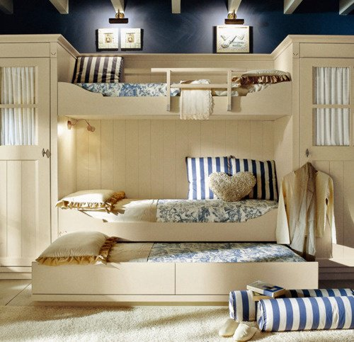 Kiểm tra độ chắc chắn của giường 3 tầng cho bé