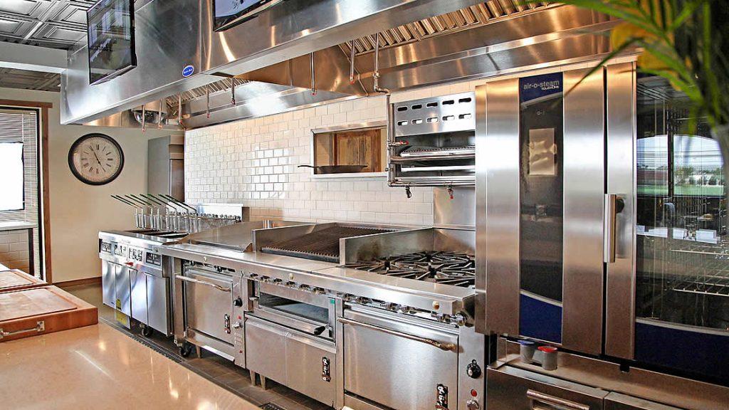 Nên sử dụng bếp gas hay bếp điện công nghiệp cho nhà hàng của bạn?