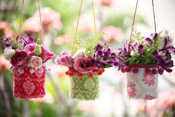 Sử dụng giỏ hoa treo tường